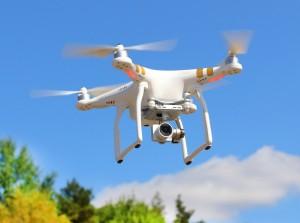 Längst ist eine Drohne kein utopisches Flugobjekt mehr. Der Einsatz bei Überwachungsaufgaben in der deutschen Wirtschaft ist mittlerweile gang und gäbe (#1)