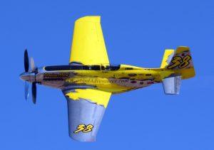 """Rennflugzeuge wie dieser umgebaute P-51 """"Mustang""""-Jäger aus dem 2.  Weltkrieg fliegen mit gegenläufigen Doppelpropellern. """"Precious Metal"""" ist mit einem Triebwerk ausgerüstet, das etwa doppelt so viel leistet wie der ursprünglich installierte Motor. Die zusätzliche Kraft nutzen am besten gegenläufige Propeller. (#2)"""
