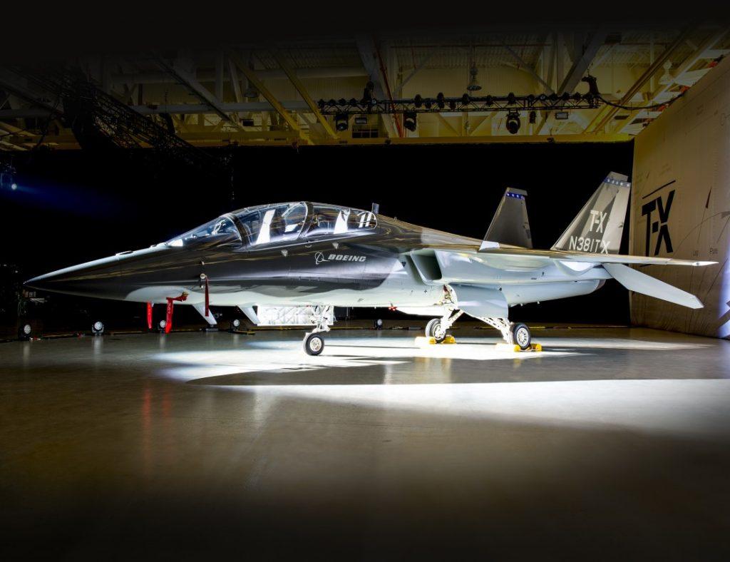 Die U.S. Air Force hat einen Bedarf von rund 350 T-X-Flugzeugen. Ob sich der Entwurf von Boeing und Saab durchsetzt, muß sich noch zeigen. (#04)