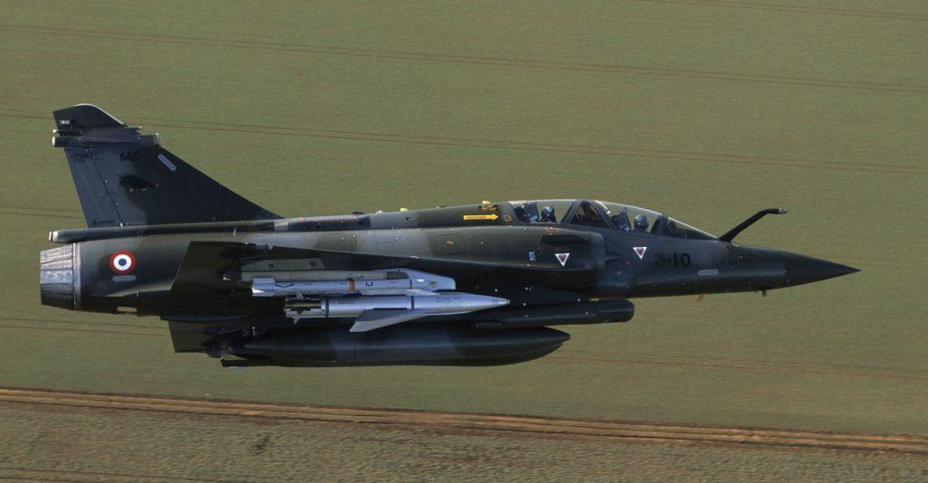 """Eine Mirage 2000D der E.C.  1/3 """"Navarre""""  im Tiefflug (#02)"""