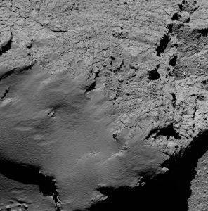 Felsen bleiben Felsen – auch wenn sie über 500 Millionen Kilometern von der Erde weg sind. Diese Aufnahme zeigt die Oberfläche des Kometen 67P aus 8,9 Kilometern Entfernung. (#05)