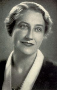 Thea von Harbou war eine der erfolgreichsten Schriftstellerinnen und Drehbuchautorinnen der Weimarer Republik. Im Gegensatz zu Fritz Land sympathisierte sie mit den Nazis. (#03)