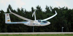 Der Elektrosegler H2 ist das erste bemannte Flugzeug mit Brennstoffzelle der Welt, hier beim Start auf der ILA 2014 in Berlin. (#8)