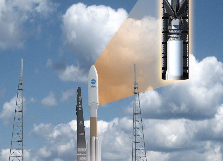 """Künstlerische Darstellung des Starts an der Spitze einer amerikanischen Atlas-V-Trägerrakete. Der """"Dream Chaser"""" sitzt unter einer Haube, die im erdnahen Weltraum abgeworfen wird. (#2)"""