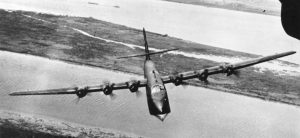 Blohm & Voss brachte sein BV 222-Flugboot als landgestützten Bomber ins Gespräch, aber es blieb bei einem Vorschlag. Die 13 gebauten Maschinen wurden als Transporter und Fernaufklärer eingesetzt. Im Bild eine BV 222 über der Elbe nahe Hamburg, wo sie auch produziert wurde. (#9)