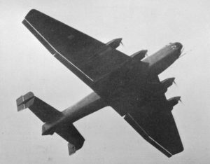 Hier eine der beiden gebauten Ju 89 beim Start. Obwohl sie erst einige Monate nach der Do 19 flog, galt sie als Favorit. (#2)