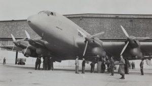 """Die Junkers Ju 90 war das leistungsfähigste Landverkehrsflugzeug ihrer Zeit. Im Bild die V-1 anlässlich einer Pressevorführung am 13. September 1937. Das Flugzeug trug den Namen """"Der grosse Dessauer"""". Es stürzte am 7. Februar 1938 bei einem Testflug nahe Dessau ab. (#3)"""