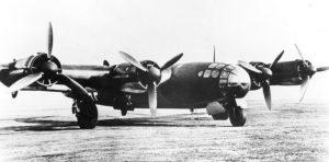 Aufnahme der einzigen jemals geflogenen Messerschmitt Me 264. Das Flugzeug erhielt später andere Motoren vom Typ BMW 801. Die abgebildete V-1 flog erstmals am 23. Dezember 1942 und wurde wie die nie geflogene V-2 bei einem alliierten Luftangriff im Januar 1944 zerstört. (#8)