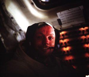 Neil Armstrong, aufgenommen in der Landefähre, betrat als erster Mensch einen fremden Himmelskörper. (#4)