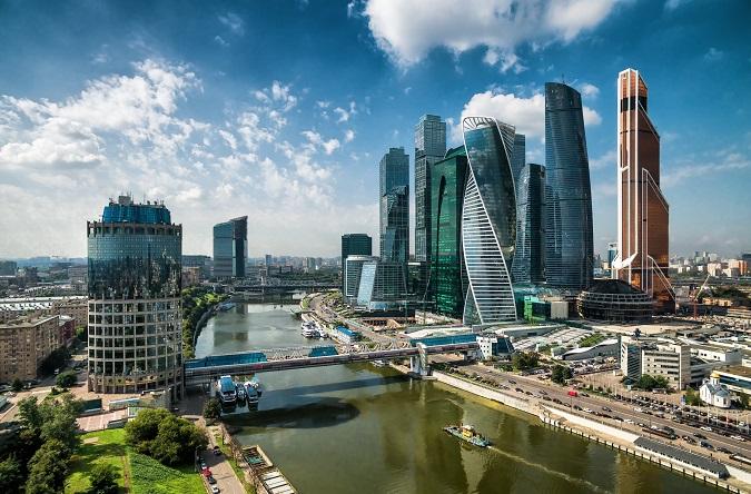 Ab März 2015 bot die Fluglinie kaum noch Trips von Düsseldorf nach Moskau-Vnukovo an. Ausgerechnet in diese Stadt, eine der geschichtsträchtigsten und bei Touristen beliebtesten Metropolen Osteuropas. (#01)