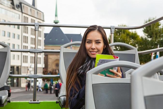 Sie interessieren sich für die Möglichkeiten zur Anreise zum Flughafen Luxemburg und suchen speziell Parkplätze für Ihren privaten PKW? Eine günstige und komfortable Alternative zur Anreise mit dem Auto sind die öffentlichen Verkehrsmittel. (#01)