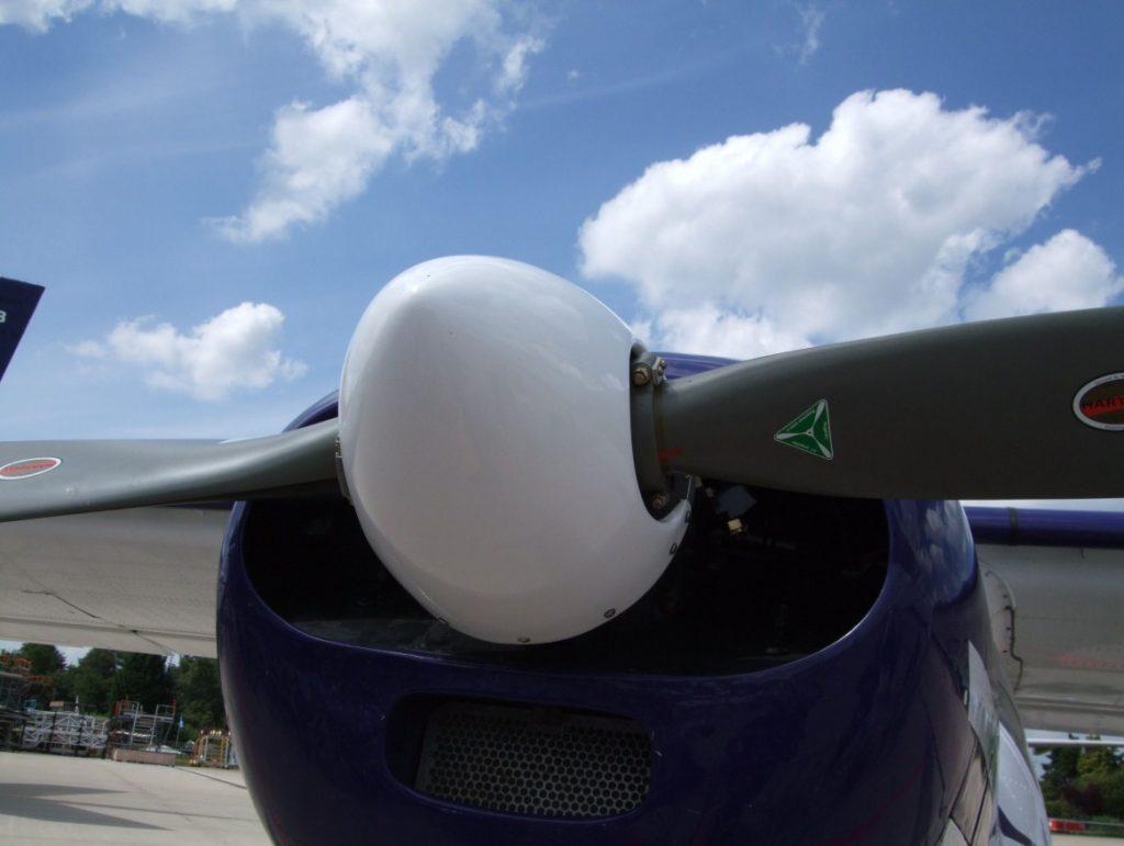 Ansicht von Propeller und Haube des 270 PS leistenden 6-Zylinder-Boxermotors Lycoming GO-480 B1A6. (#7)
