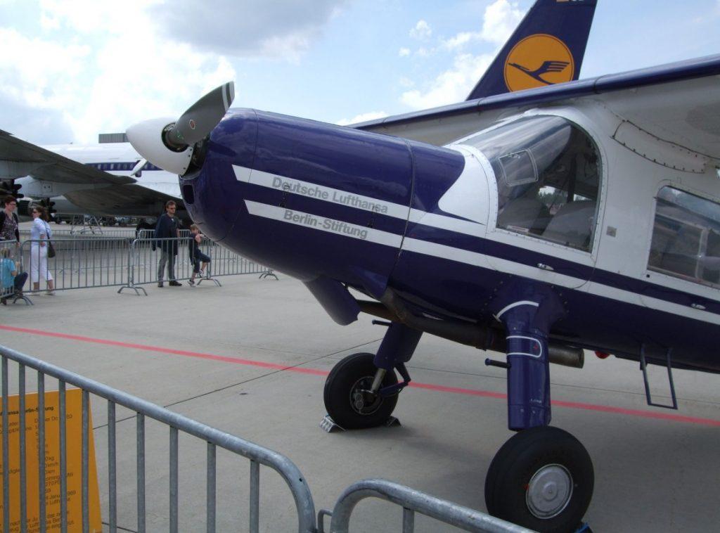 Vorderansicht der Do 27 D-EDNU, aufgenommen auf den Airport Days in Hamburg. (#2)