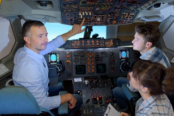 Regelmäßige technische Prüfungen, Wartungen und spezifische Schulungen sowie Untersuchungen sollen auch den Personenflugverkehr so sicher wie möglich machen. (#04)