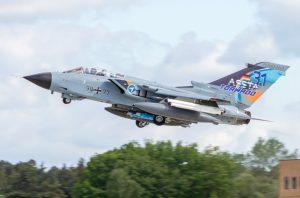 """Ein IDS-""""Tornado"""" der WTD 61 der Bundeswehr (Luftwaffe), mit dem das ASSTA 3-Modernisierungspaket erprobt wird, beim Start. (#8)"""