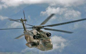 Eine CH-53G der Bundeswehr (Luftwaffe) beim Tiefflugtraining über den Schweizer Alpen.(#9)