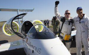 "Testpilot Didier Esteyne überquerte am 10. Juli 2015 mit dem Airbus ""E-Fan"" den Ärmelkanal. (#5)"