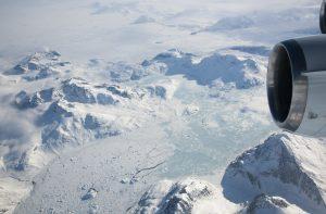 Blick aus der amerikanischen DC-8 auf die grönländische Gletscherlandschaft. (#10)