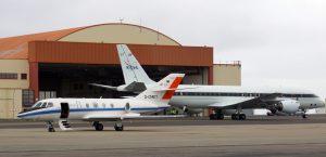 """Sie flogen gemeinsam: Die """"Falcon"""" 20 aus Deutschland (vorne) und die DC-8 der NASA. (#2)"""