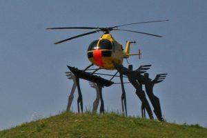 Ein ehemaliger Rettungshubschrauber des ADAC dient jetzt als Denkmal am Kamener Kreuz. (#4)