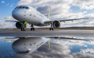 AirBaltic setzte als erste Fluglinie die größere CS300 ein. (#4)