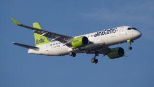 AirBaltic setzte als erste Fluglinie die größere CS300 ein. (#5)