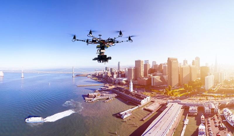 Bei einer falschen Bedienung oder aufgrund einer Windböe ist es möglich, dass das Flugobjekt plötzlich abstürzt oder in die verkehrte Richtung fliegt. (#04)