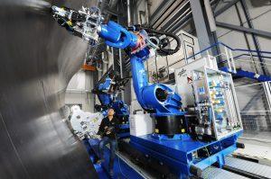 Klassische Leichtbaufertigung mit Faserablegeköpfen. So werden die im 3D-Druck produzierten Komponenten zusammengefügt.  (#2)
