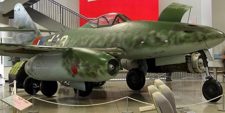 Diese Me 262 steht heute im Deutschen Museum in München. Mit ihr hatte sich der deutsche Pilot Hans Mutke im April 1945 kurz vor Kriegsende nach Dübendorf in die Schweiz verflogen. (#3)