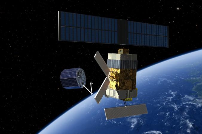 Fangsatellit verankert sich an einer ausgedienten Raumsonde. (#5)