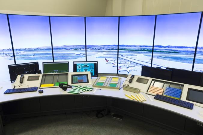 Neben der Forschung gehört zur Luft- und Raumfahrt auch die Industrie. Dazu zählt, neben dem klassischen Flugzeugbau, auch die Entwicklung und Produktion von Systemen zur Flugsicherung, also zur Steuerung und Koordination des Luftverkehrs. (#3)