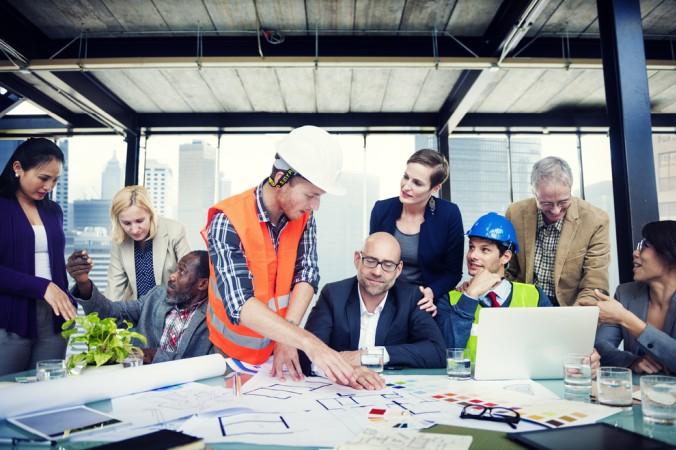 Das A und O ist die Zusammenarbeit unterschiedlicher Berufsgruppen, die alle gemeinsam das gleiche Ziel verfolgen: die neue Technik soll verständlich und anwendungssicher sein, sodass andere mit ihr arbeiten können. (#2)