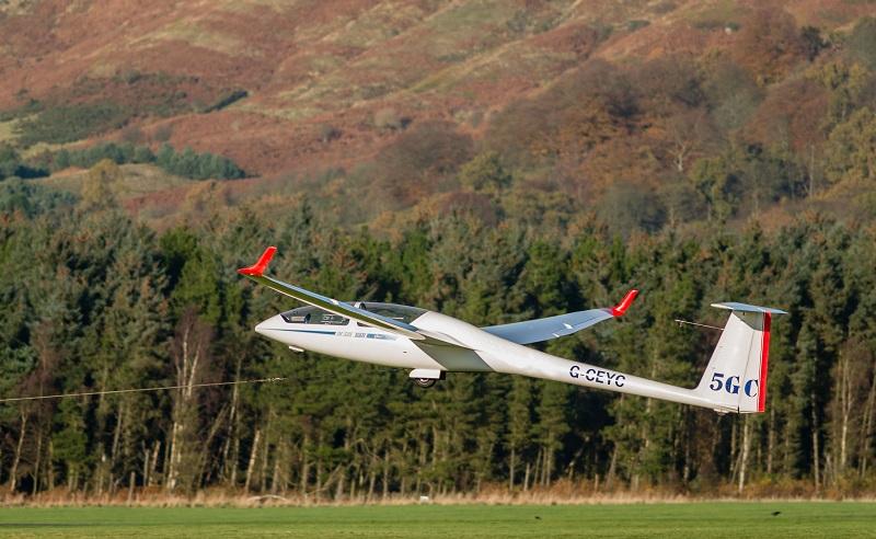 Ein Segelflugschein kann bereits mit 14 Jahren gemacht werden. (#02)