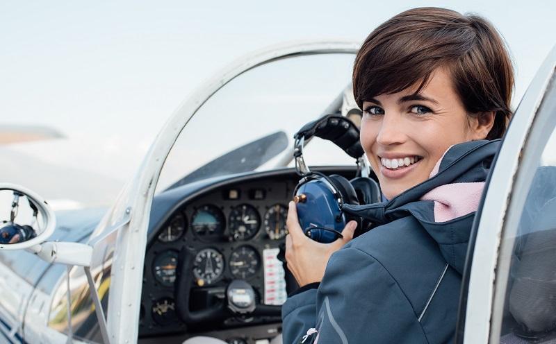 Verkehrsflugzeugpiloten müssen noch etwa 40.000 Euro mehr hinblättern. (#05)