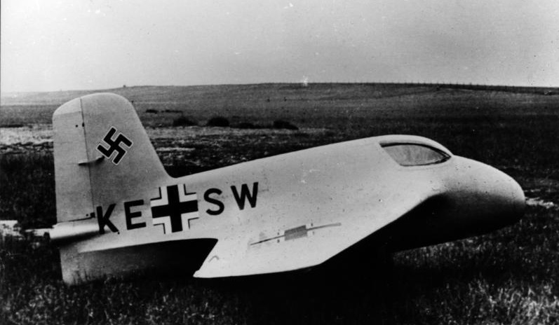 Aufnahme der Me 163A V4, mit der Testpilot Heini Dittmar eine Geschwindigkeit von 1003 km/h erreichte. (#01)