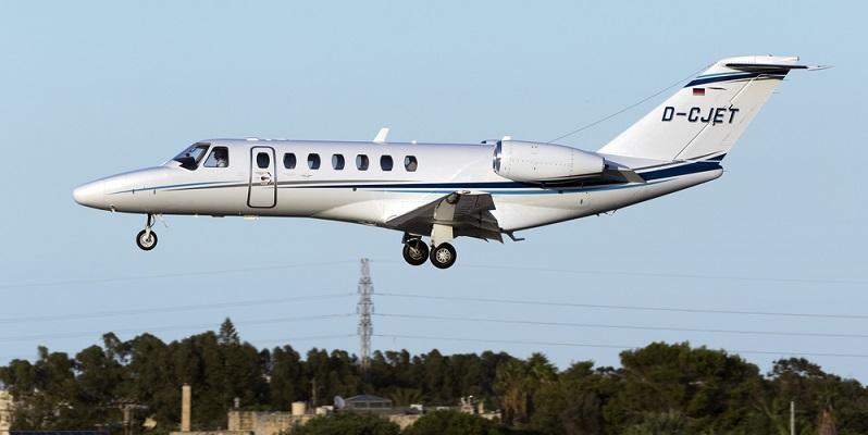 Citation CJ3 Der Nachfolger der CJ2 ist etwas länger, was den Transport von bis zu neun Personen ermöglicht. Längeren Seitenflügel und stärkere Triebwerke erlauben eine Reisegeschwindigkeit von 478 mph und eine maximale Flugdistanz von über 2000 Seemeilen. (#03)