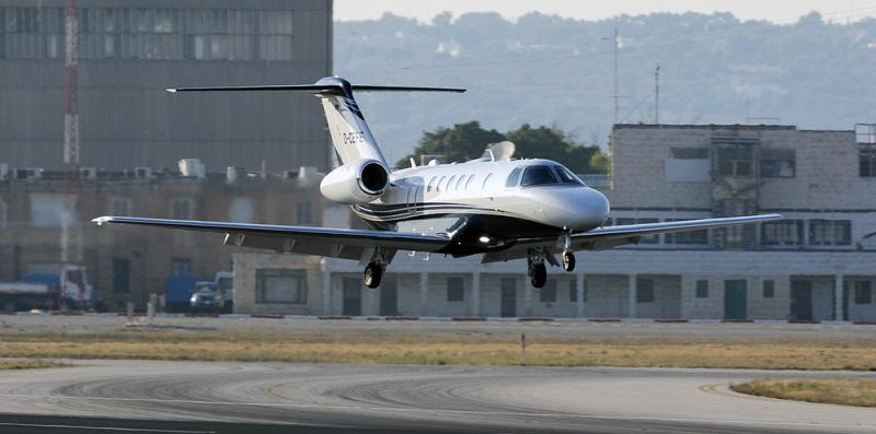 Die Erweiterung der CJ3 für das Modell CJ4 machte nochmal Platz für einen Passagier zusätzlich. Somit kann die CJ4 insgesamt zehn Personen befördern. (#04)
