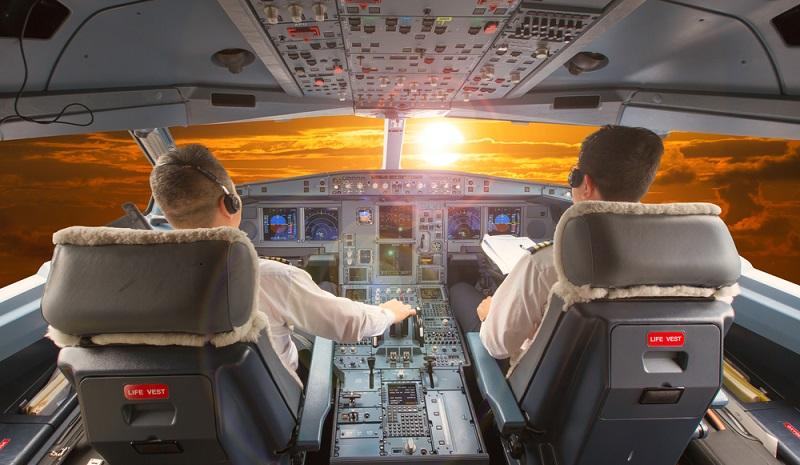 Der Airbus A350-1000 hat für bis zu 366 Passagiere Platz und ist damit allein schon von der Größe her für Airlines besonders interessant. (#03)