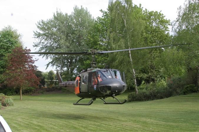 Außenlandung auf beengtem Raum – für den Bell-UH-1D kein Problem. (#2)