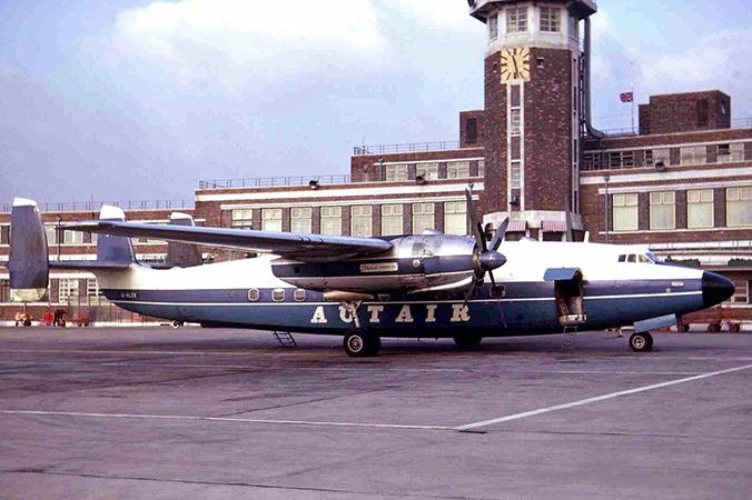 """Diese Airspeed A.S.57 """"Ambassador"""" wurde um 1961 auf dem Flughafen Liverpool aufgenommen. Von diesem Typ wurden nur 23 Maschinen gebaut. (#3)"""