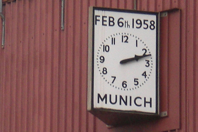 """Die """"Munich Clock"""" am Old Trafford-Stadion erinnert an das Unglück von München. (#1)"""