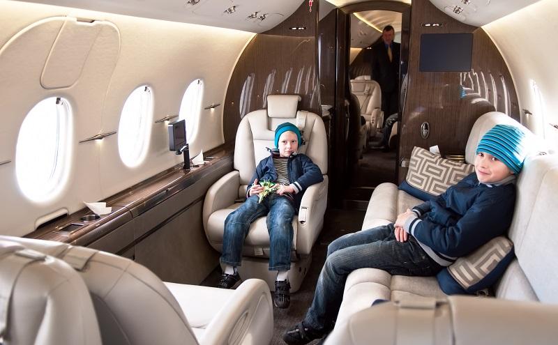 Privatefly bietet diesen Luxus eines Fluges mit einem Privatjet einem breiteren Publikum an. (#01)