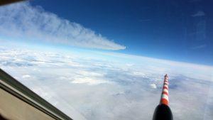 Messungen im Abgasstrahl der A320, hier aufgenommen aus dem Cockpit der Falcon 20 D-CMET des DLR. (#06)