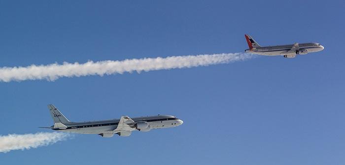 Die DC-8 der NASA (hinten) im Formationsflug mit dem Airbus A320 des DLR.