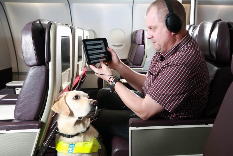"""""""Bluebox aIFE"""" ist eine tragbare Inflight Entertainment-Lösung speziell für Sehbehinderte. (#1)"""