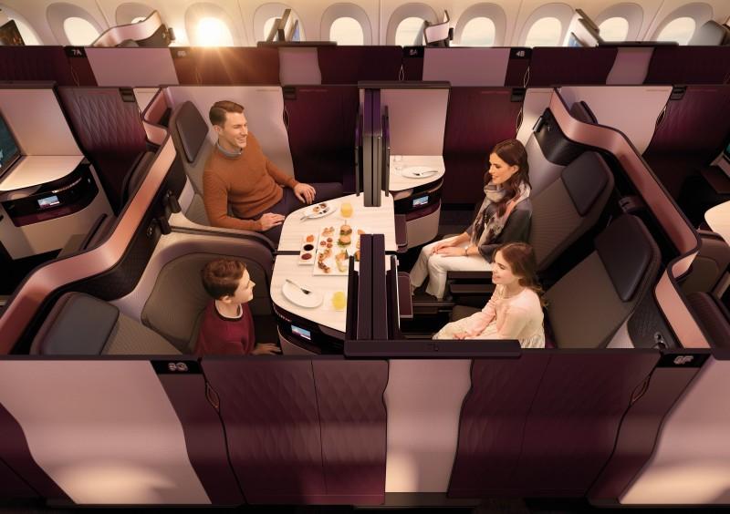 Die Qsuite von Quatar Airways bietet auch die Möglichkeit, gemeinsam zu essen oder sich zu unterhalten. (#3)