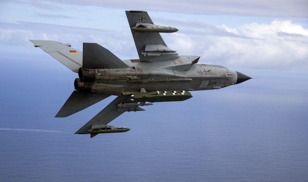 Aufnahme vom 28. März 2017: Ein Tornado IDS ASSTA 3.0 des TaktLwG 33, bestückt mit einem  Lenkflugkörper Taurus fliegt im Rahmen der Übung Two Oceans, die  in Bredasdorp/Südafrika stattfand. (#3)