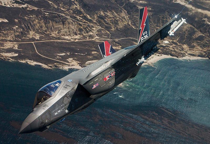 """Die Lockheed Martin F-35A ist einer der Bewerber um die Nachfolge des MRCA """"Tornado"""". Hier einer der Prototypen bei Waffentests über der kalifornischen Küste nahe Point Mugu. (#2)"""