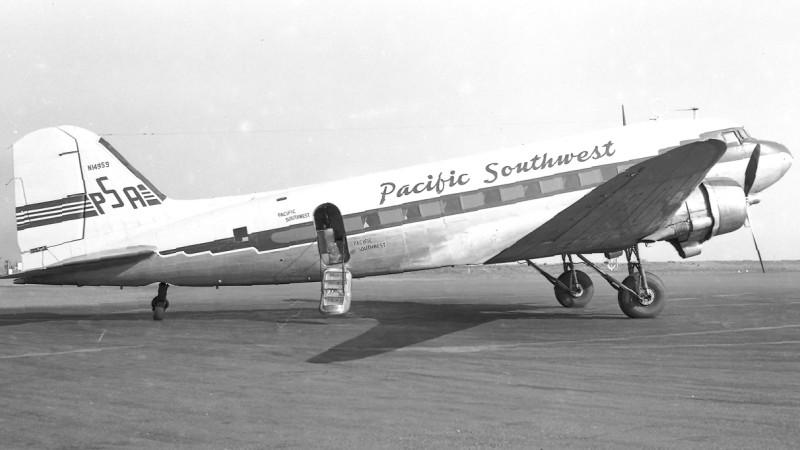 Die Geschichte der Billigflieger begann mit Flugzeugen wie dieser Douglas DC-3 der 1949 gegründeten Pacific Southwest Airlines (PSA). PSA war die erste Billig-Airline überhaupt. (#3)