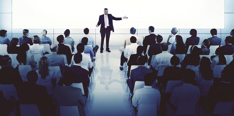 Im wirtschaftlichen Bereich hat sich Englisch als Sprache durchgesetzt. Es ist nicht unüblich, dass in deutschen Konzernen die Konferenzen in Englisch abgehalten werden, um allen Teilnehmern den aktiven Ideenaustausch zu ermöglichen.